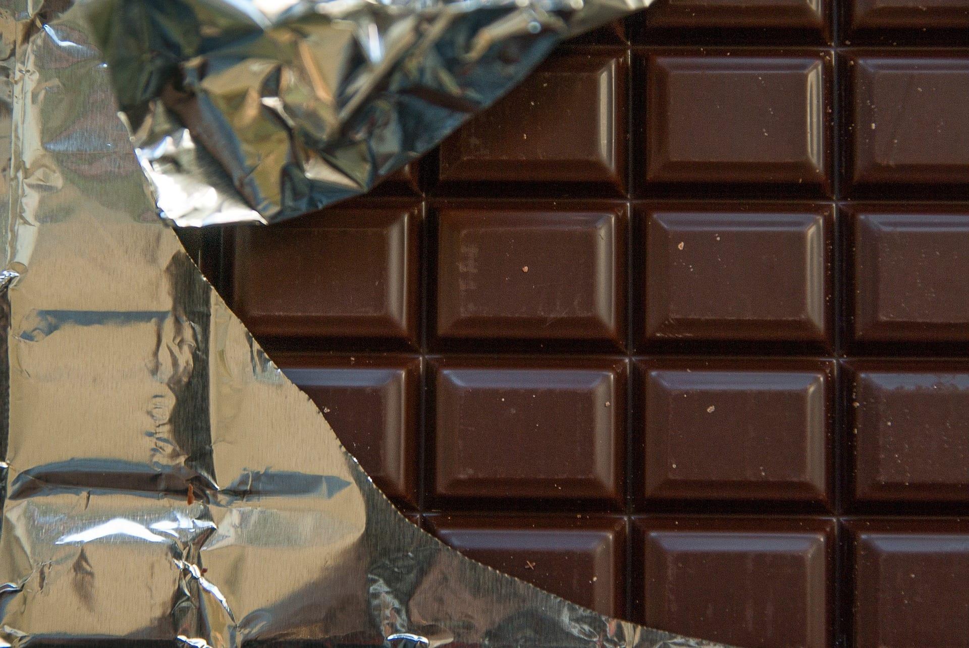 Dark chocolate bar